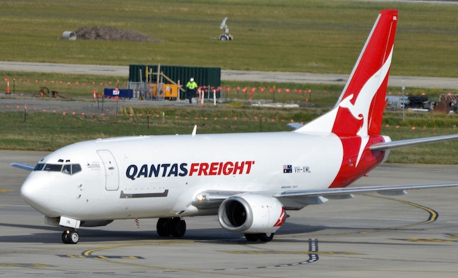 737-300-Qantas-Freight-2-VH-XML-MEL-AUG-17-2013-BRIAN-WILKES.jpg