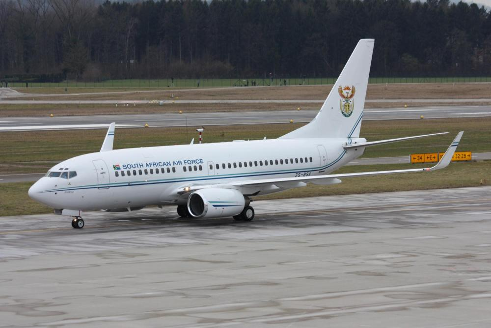 South_Africa_-_Air_Force_Boeing_737-7ED_BBJ_ZS-RSA__Inkwazi__(23447991425).jpg